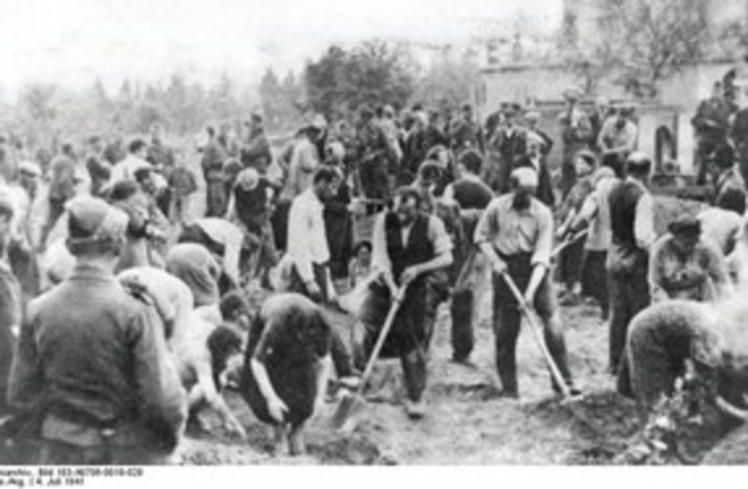 Jews digging graves 311 (photo credit: German Federal Archive)