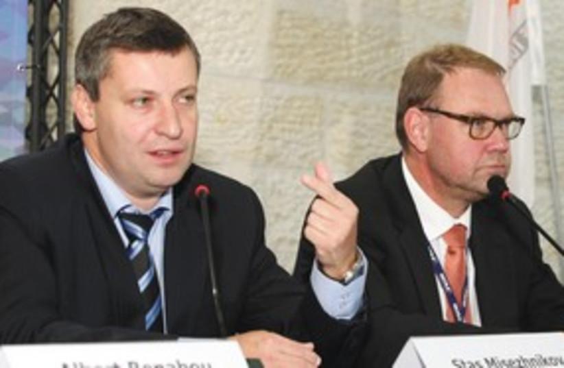 Stas Meseznikov and Aart De Geus OECD 311 (photo credit: Sasson Tiram)