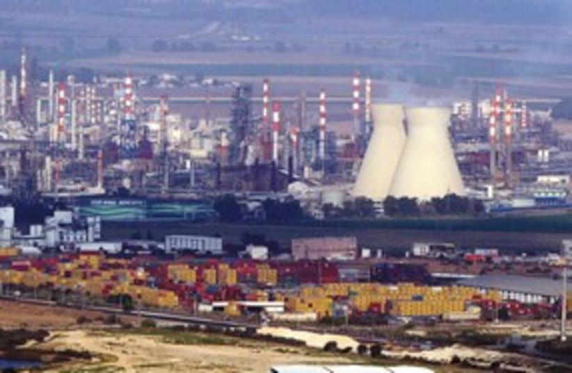 Haifa bay power plant 311 (photo credit: Ariel Jerozolimski)
