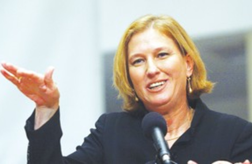 Livni doing a hand thing 311 (photo credit: Ariel Jerozolimski)