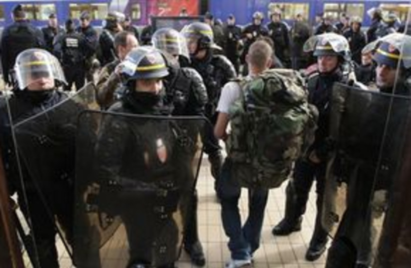 France Riots 311 (photo credit: Associated Press)