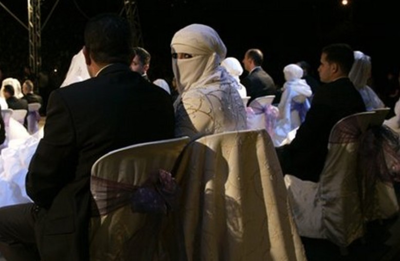 Palestinian wedding couple