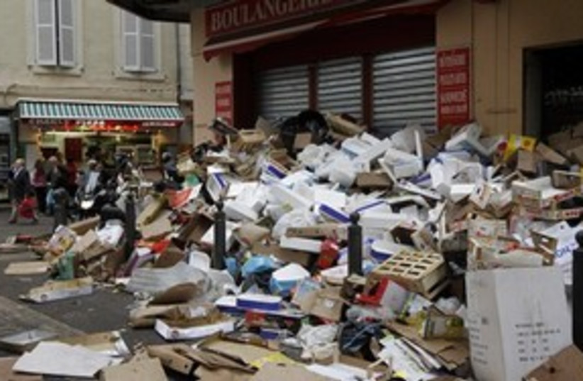 French Garbage 311 (photo credit: Associated Press)