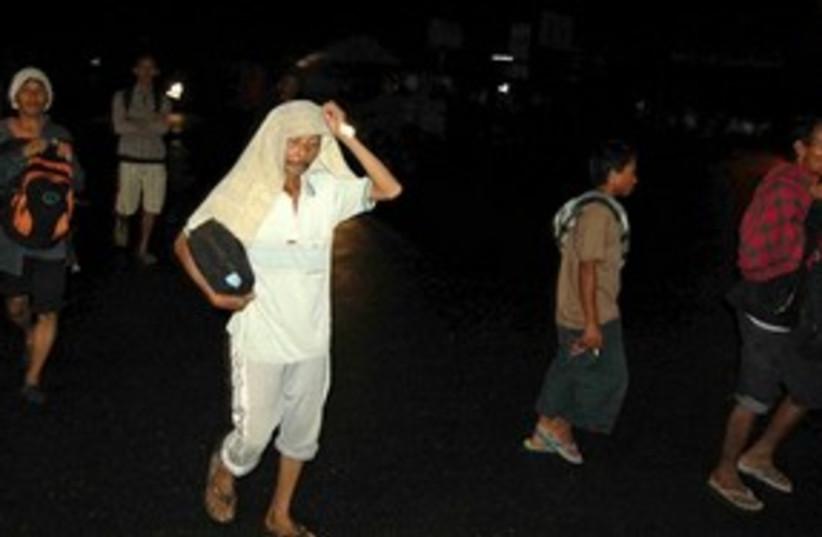 311_Indonesia tsunami (photo credit: ASSOCIATED PRESS)