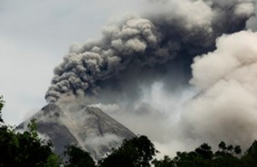 Volcano Indonesia again 311 AP (photo credit: AP)
