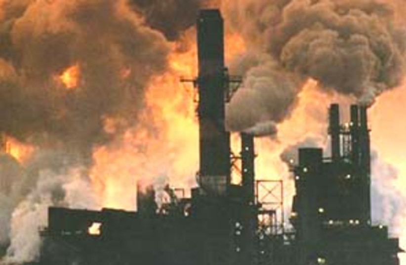 air pollution 88 298 (photo credit: )