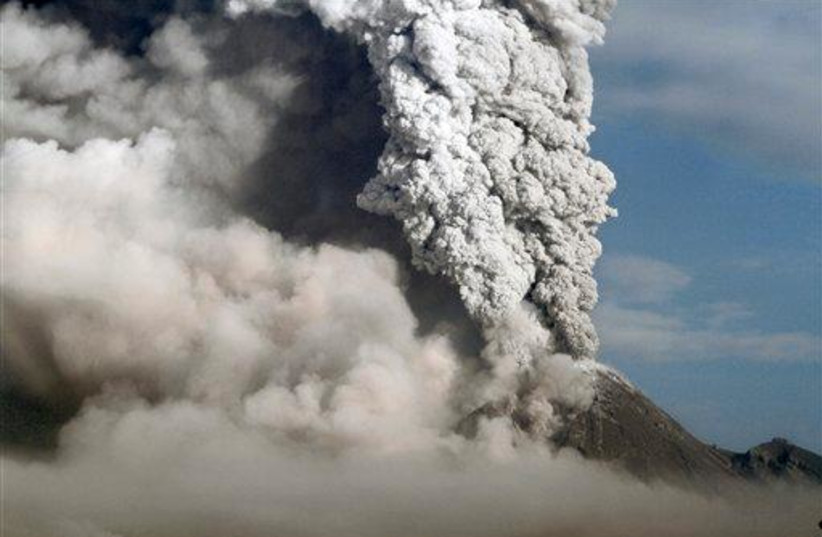Indonesia volcano ash cloud (photo credit: ASSOCIATED PRESS)
