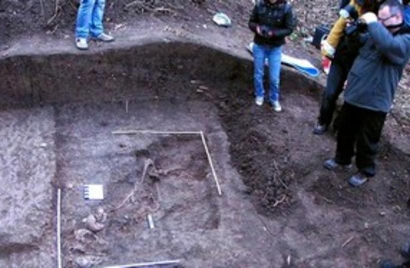 Romania mass graves 311 (photo credit: AP Photo/ Evenimentul Zilei Daily, Vlad Stoicescu)