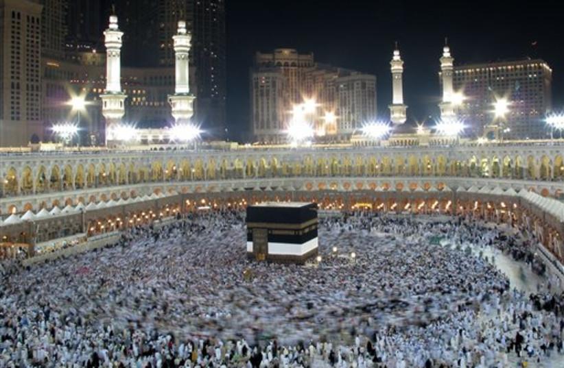 Multidões do Hajj na Galeria 6 de Meca 465 (crédito da foto: AP)