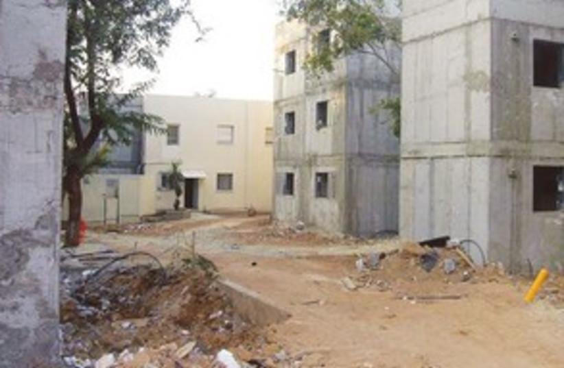 Sderot building site 311 (photo credit: Noam Bedein)