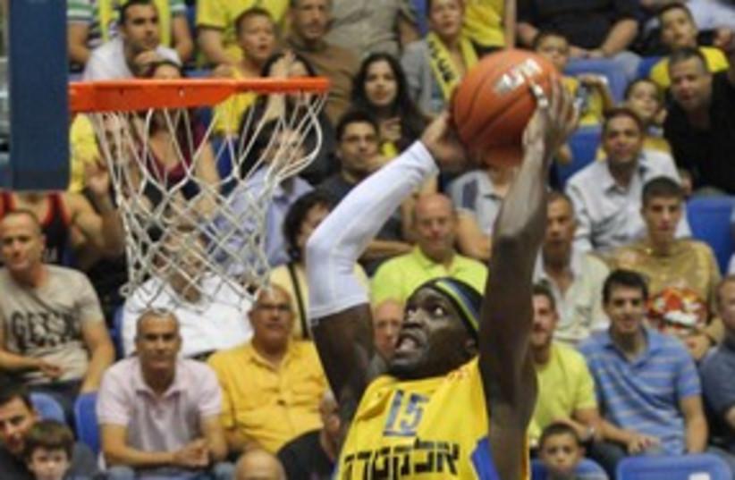 Doron Perkins Maccabi Tel Aviv 311 (photo credit: Adi Avishai)