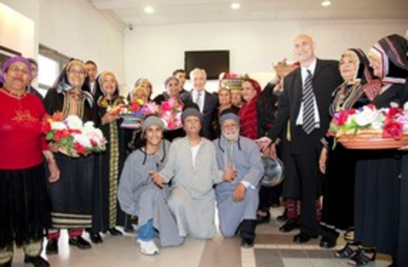 Peres meets with Yemenite immigrants 311 (photo credit: Yosef Avi Yair Engel)