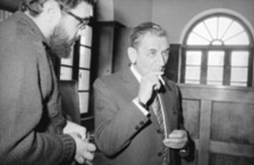 Meyer Lansky appeals to Israeli court, 1072 (photo credit: AP)