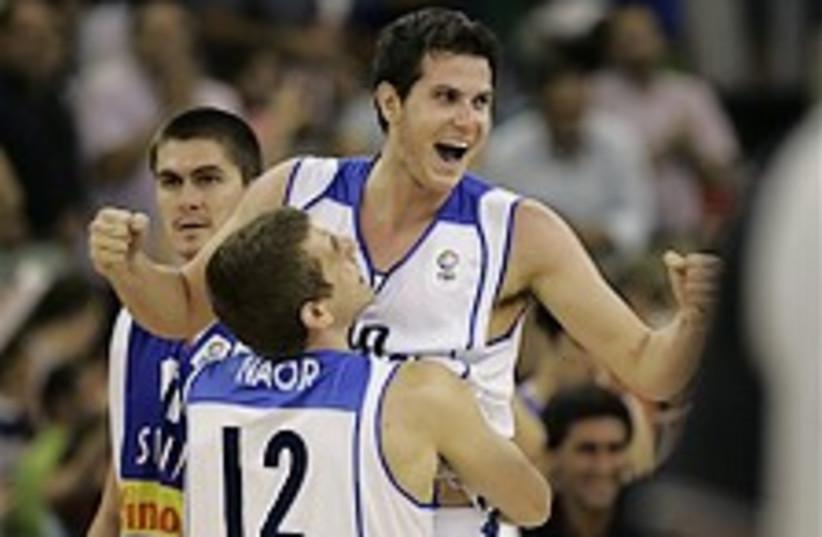 Israel basketball 298.88 (photo credit: AP)