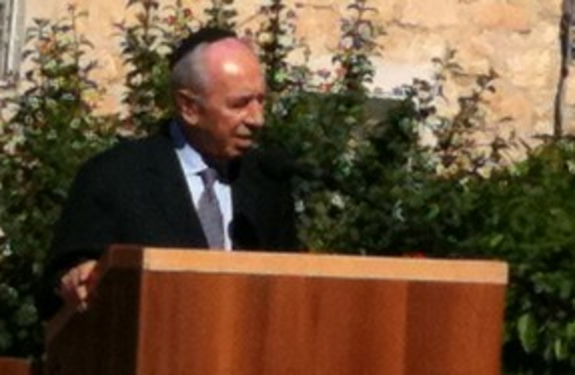 Peres at Sonia's funeral 311 (photo credit: Benjamin Spier)