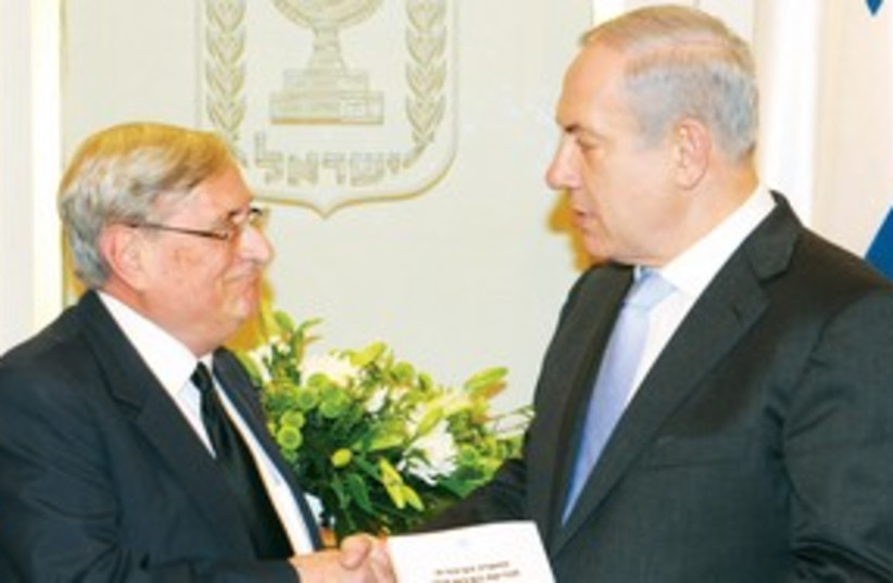 Netanyahu with Turkel 311 (photo credit: Moshe Milner/GPO)
