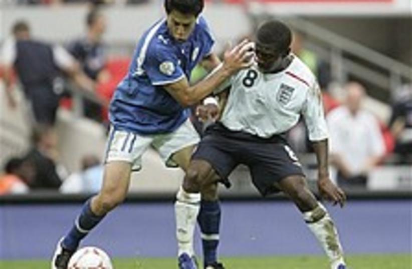 england israel soccer 22 (photo credit: AP)