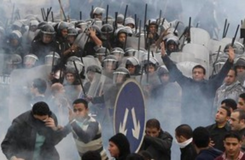 Egyptian protesters clash with riot police in Cairo 311 AP (photo credit: AP)