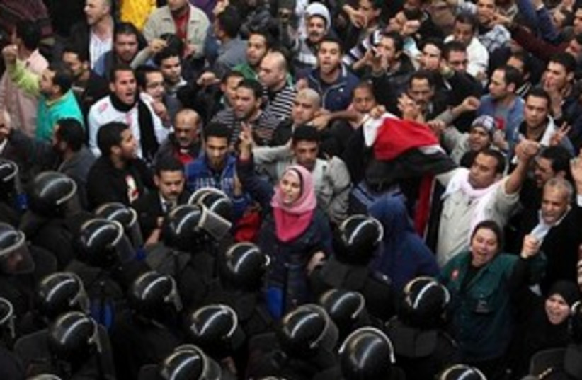 Egyptian anti-government protesters face off with police 311 (photo credit: AP)