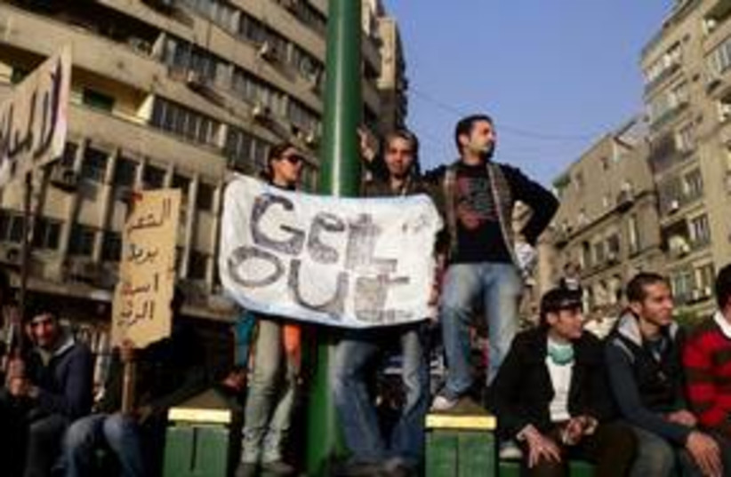 Egyptian rioters with signs 311 (photo credit: MELANIE LIDMAN)