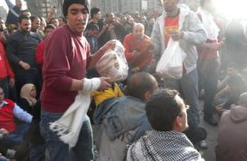 Egyptian rioters with pita 311 (photo credit: MELANIE LIDMAN)
