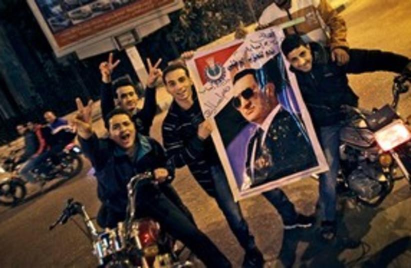 Egypt Mubarak supporters 311 AP (photo credit: AP)