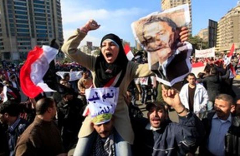 pro-mubarak protestors (photo credit: ASSOCIATED PRESS)