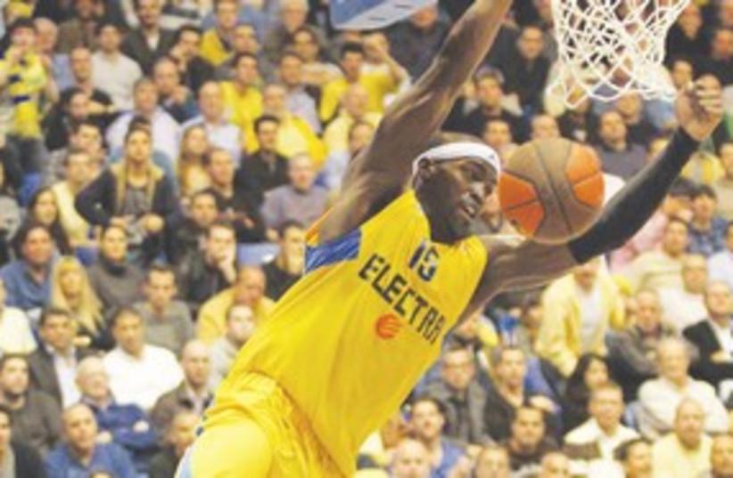 Maccabi Tel Aviv dunk 311 (photo credit: Adi Avishai)