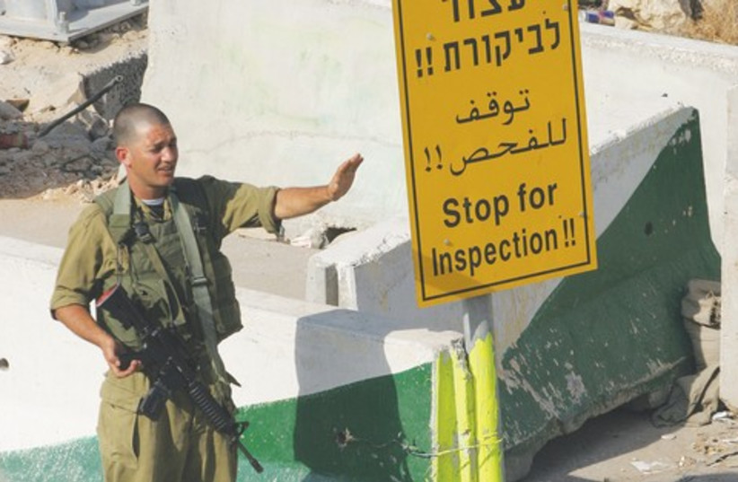 roadblock check point 521 (photo credit: MARC ISRAEL SELLEM)