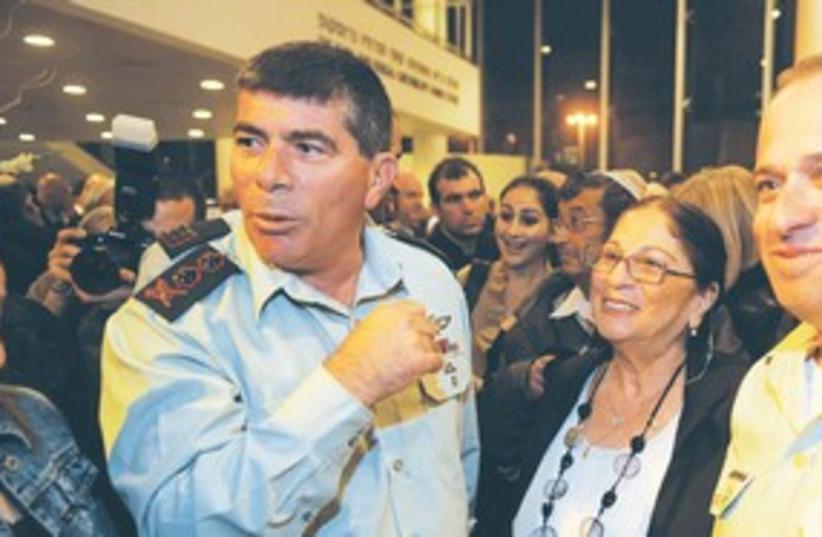 Ashkenazi and family 311 (photo credit: IDF Spokesman)