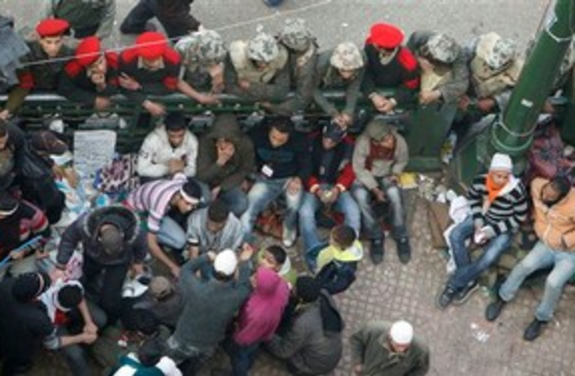 Egyptian soldiers clearing Tahrir Square 311 AP (photo credit: AP)