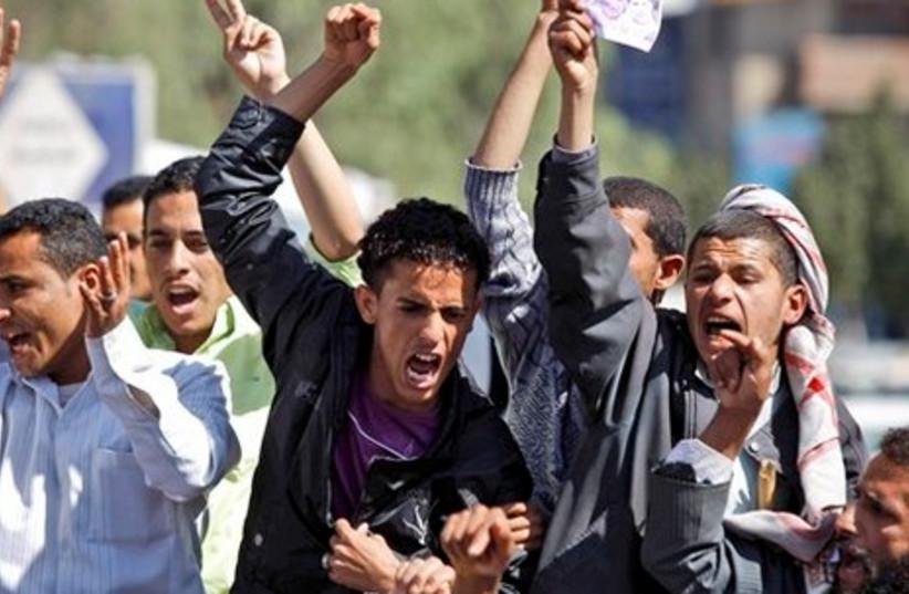 Anti-gov't protesters demand political reform