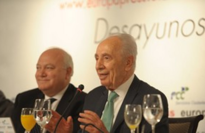 Peres in Madrid 311 (photo credit: Amos Ben-Gershom/GPO)