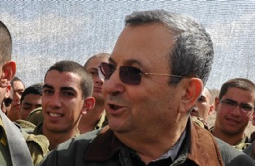 Barak with soldier in background 311 (photo credit: Linui Alihi, Defense Ministry)
