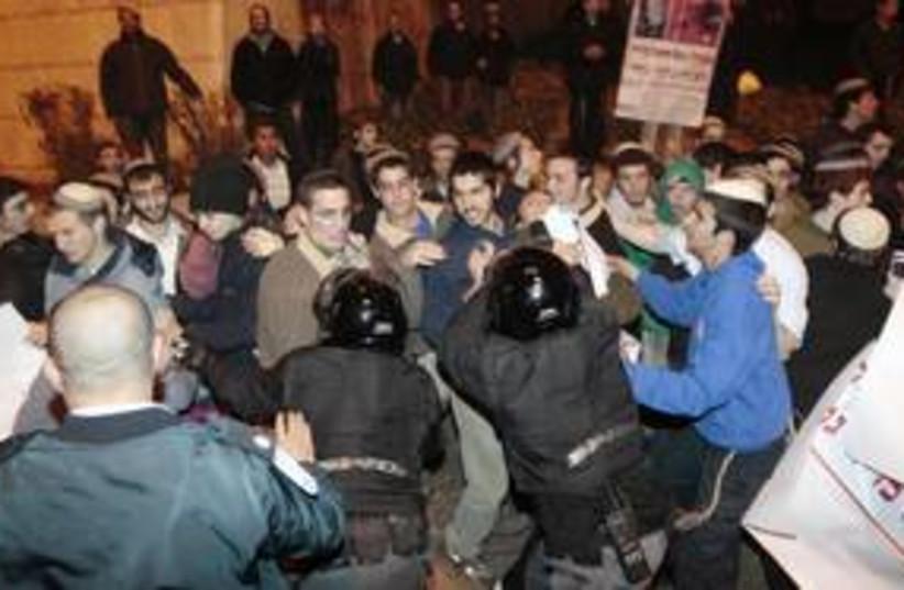 Settlers protesting in Jerusalem 311 Reu (photo credit: Baz Ratner / Reuters)