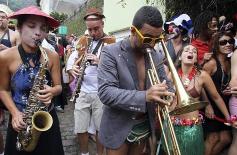 """Revellers attend the """"Ceu na Terra"""""""