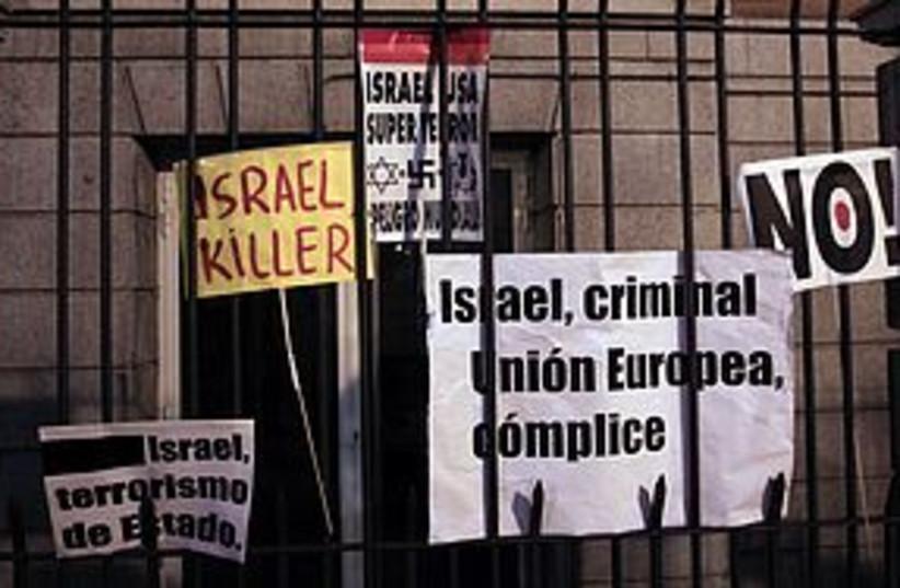 anti israel signs REUTERS 311 (photo credit: REUTERS)