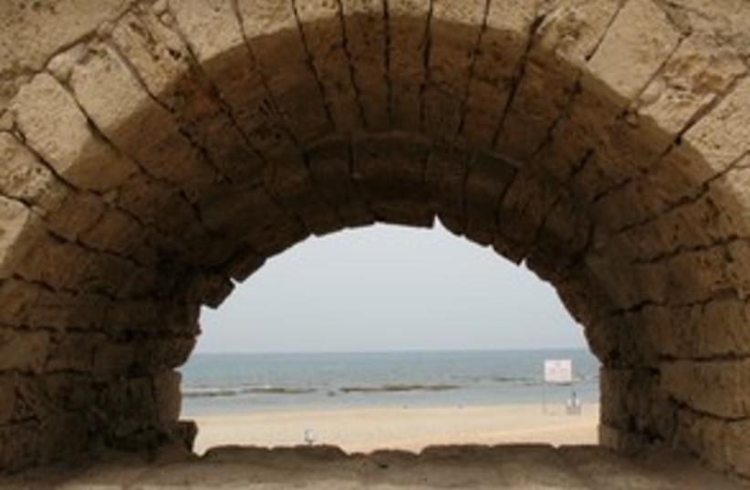Caesarea arch 311 (photo credit: WAYNE STILES)