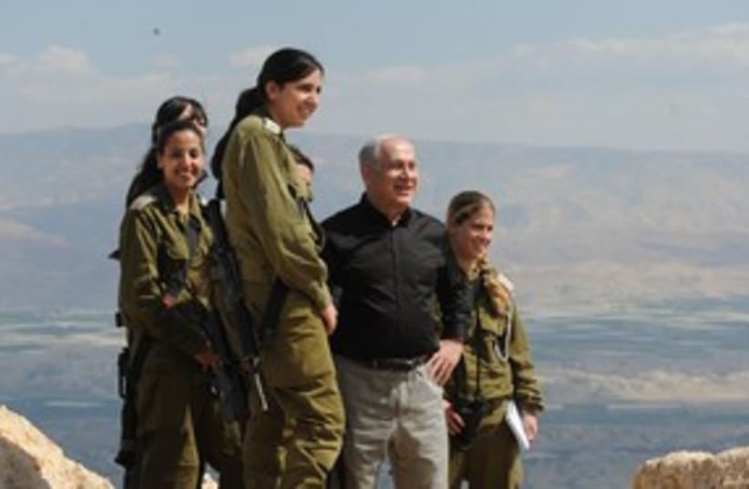 Netanyahu with soldiers near Jordan 311 (photo credit: Moshe Milner / GPO)