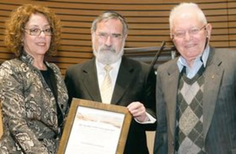 Jonathan Sacks getting award 311 (photo credit: Dani Machlis)