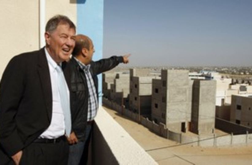 UN spokesman Robert Serry (R) 311 (photo credit: Ibraheem Abu Mustafa / Reuters)