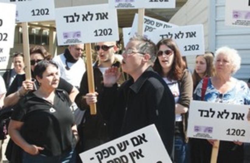 women's group support Katsav victims 311 (photo credit: Aloni Mor / Israel Post)