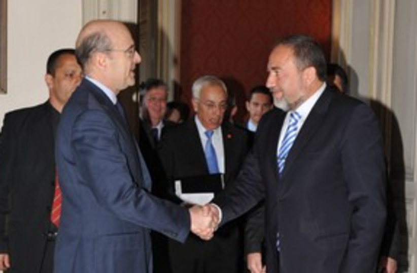 Avigdor Lieberman and Alain Juppe 311 (photo credit: Erez Lichtfeld)
