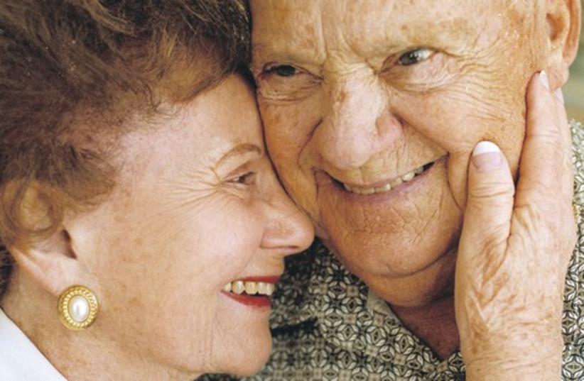 Elderly couple 520 (photo credit: Paul E. Rodriguez/Orange County Register/MCT)