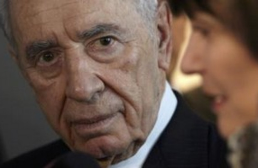 President Shimon Peres in Switzerland 311 (R) (photo credit: REUTERS/Denis Balibouse)