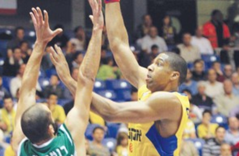 MACCABI TEL AVIV forward Richard Hendrix 311 (photo credit: Adi Avishai)