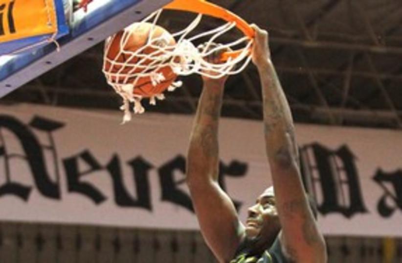 Bnei Hasharon basketball 311 (R) (photo credit: Reuters)