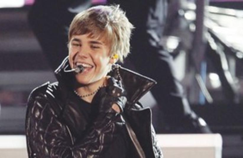 Justin Bieber 311 (photo credit: MCT)