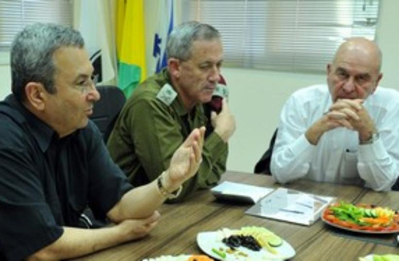 Ehud Barack and Benny Gantz 311 (photo credit: Ariel Harmoni / Defense Ministry)