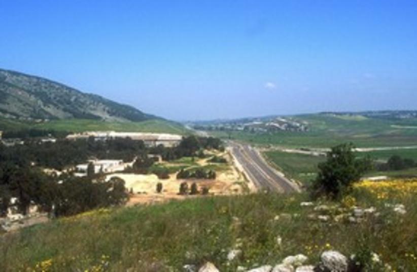 Mt Carmel road 311 (photo credit: BiblePlaces.com)